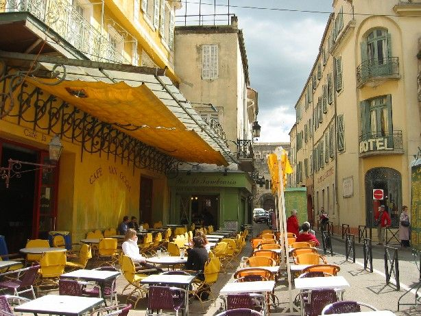 Arles, Cafe Van Gogh :) | Travelogue | Tours france, Van ...