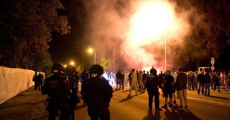 Focus.de - Randalen in Heidenau: Gewaltsamer Mob protestierte vor Flüchtlingsunterkunft - 31 Polizisten verletzt - Deutschland