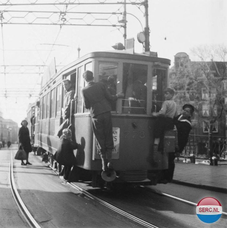 1945 - 1950. A view of De Muiderstraat with tram line 9 in Amsterdam-Oost. The Muiderstraat is a street that connects the Mr. Visserplein to the Plantage Middenlaan. The street runs from the Mr. Visserplein to the Hortusbrug over the Nieuwe Herengracht, at the Hortus Botanicus, where the street becomes the Plantage Middenlaan. The Portugees-Israëlietische Synagoge, built in 1675, is located on the Muiderstraat. Photo Serc. #amsterdam #1940 #Muiderstraat SERC