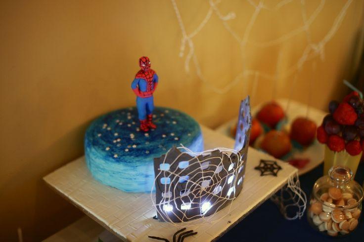 Декор детского дня рождения в стиле человек-паук (Spider-Man). Торт с подсветкой.