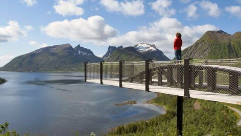 Bergsbotn viewpoint along Senja National Tourist Route, Northern Norway - Photo: Werner Harstad / Statens vegvesen