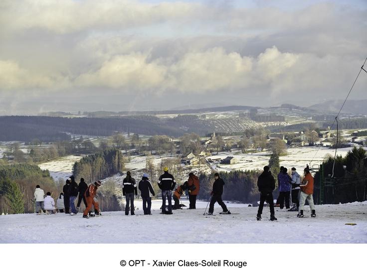 En #Belgique on peut #skier ! Et oui, chez nous aussi les pistes commencent à s'ouvrir ... Tes skis sont fartés, vérifie sur le bulletin d'enneigement où la poudreuse sera la meilleure pour tes exploits :-)  http://www.winter-oostkantons.be/bulletindenneigement-newsletter/