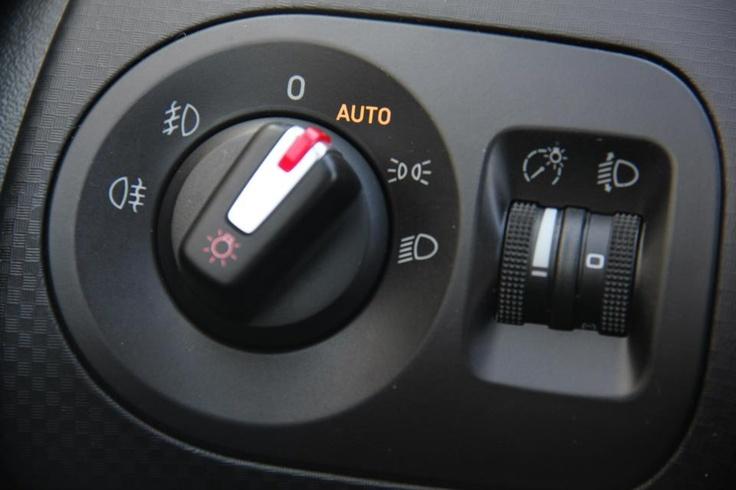 Detalle interior (sensor de luz) del SEAT ALTEA XL 1.6 TDI STYLE con motor de 105 CV en oferta en Rekord Motor