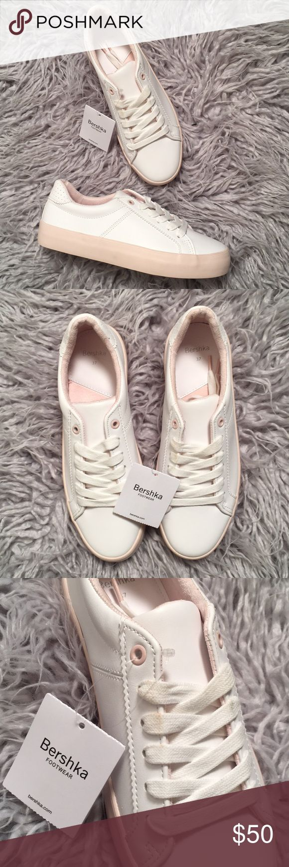 Bershka White Sneakers 37 NWT faux leather with light pink trimming. Laces are a bit dirty but can easily be washed. Adorable everyday sneakers you can wear with anything, even dresses for the spring and summer seasons! Bershka Shoes Sneakers