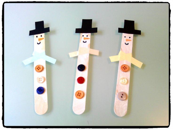 bonhommes de neige en batonnets en bois, bricolage hiver, enfant