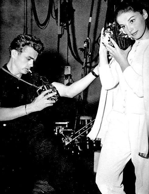James-Dean-taking-a-photograph-of-Anna-Maria-Pierangeli-with-a-Rolleiflex
