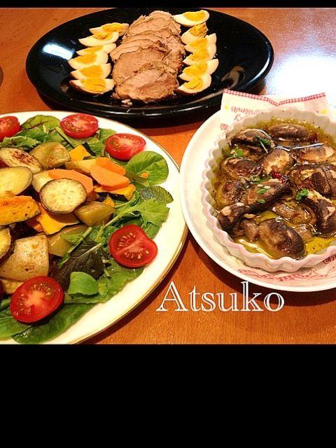 野菜たーっぷりであと一日乗り切ろうね~(◍•ᴗ•◍) - 17件のもぐもぐ - マッシュルームのアビージョ、バーニャカウダーの根菜サラダ、煮豚と煮卵 by teketeke05