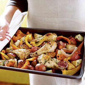 This roasted rosemary chicken with veggies is packed with nutrition and flavor. #dinner #recipe