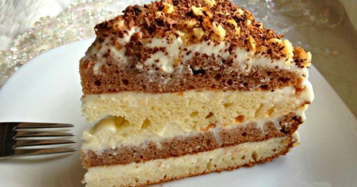 """Este destul de probabil că anume tortul cu smântână ar fi unul dintre primele deserturi """"serioase"""", pe care fetițele îl deprind, când învață să gătească. Există numeroase rețete ale acestui tort: simple și pretențioase, cu"""