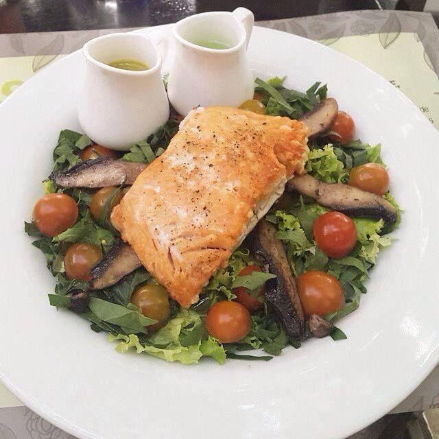Repost from @catatobonliben Como siempre fiel a mi ensalada de salmón de @mundoverdesaludgourmet