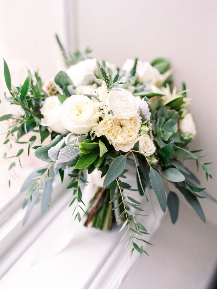 Photography: Dana Fernandez Photography - http://www.stylemepretty.com/portfolio/dana-fernandez Floral Design: Flower Power Productions - http://www.stylemepretty.com/portfolio/flower-power-productions   Read More on SMP: http://www.stylemepretty.com/2015/12/28/elegant-antique-art-bar-wedding/