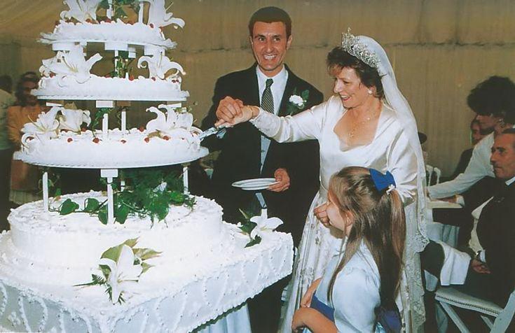 Cake cutting at Margarita and Radu's wedding