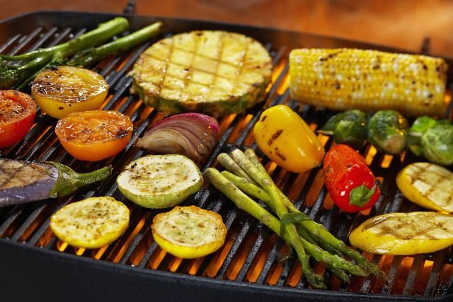 Grilling on the BBQ isn't just reserved for meat. Celebrate National Fresh Fruit and Vegetables Month by learning to grill veggies, fruit desserts, salads and more! This one-session workshop will be held Saturday June from AM- PM Grilled Steak Recipes, Grilled Vegetables, Fruits And Veggies, Cooking Vegetables, Vegetable Recipes, Healthy Grilling, Grilling Recipes, Grilling Tips, Clean Eating Recipes