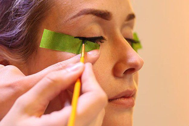 How To Do An Everyday Liner Look, check it out at http://makeuptutorials.com/how-to-do-perfect-winged-eyeliner