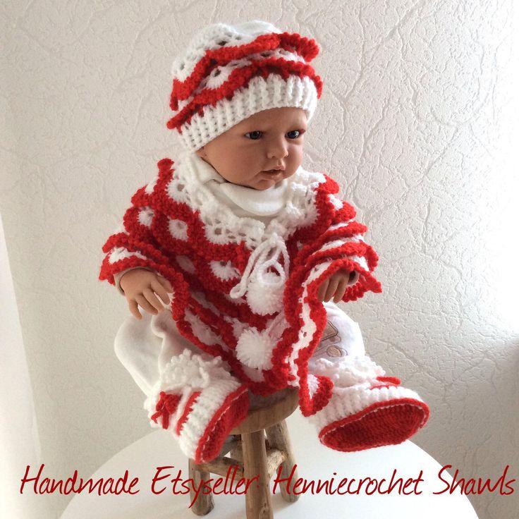 Blij om mijn nieuwste toevoeging aan mijn #etsy shop te kunnen delen: Kerst kleding baby poncho baby muts en slofjes, Limited Edition,Kerst,Sinterklaas, Sinterklaas cadeau, babyshower, babysetje, gehaakt #kleding #kinderen #baby #babyfeestje #kerstmis #rood #wit #kerstkledingbaby