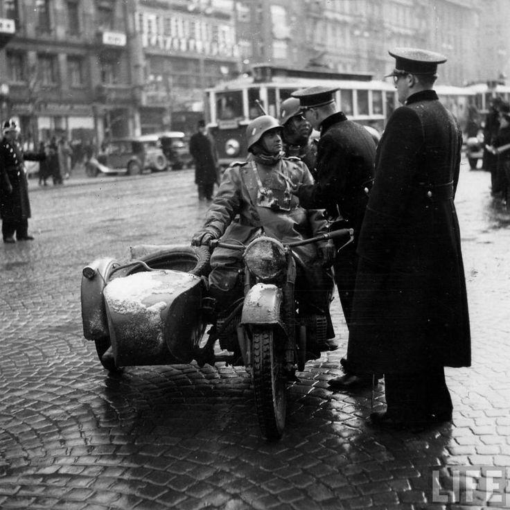 Prague 1939 Czech police and German army