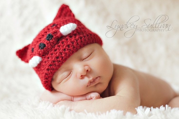razorback hat. Baby photo. Newborn photoshoot