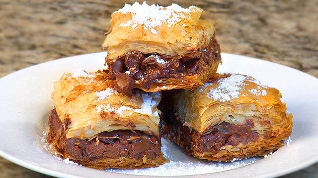 How To Make Double Chocolate Baklava Chef Amy Riolo demonstrates how to make double chocolate baklava. http://www.monkeysee.com/play/25646-how-to-make-double-chocolate-baklava