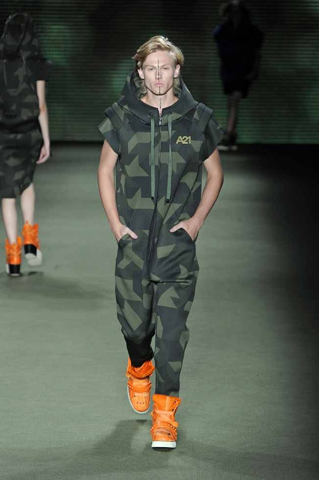 LOOK 16    33660 Neoprene camouflage overalls  34211 Salmon and pirarucu skin boots e-fabrics  33821 A21 pin