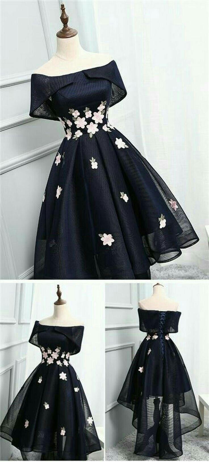 Vestido simples preto com flores! Muito elegante!