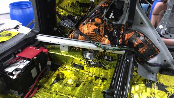 """BMW X5 (БМВ Х5) шумоизоляция олимп материалами Comfort  BMW X5 к нам сегодня заехал на полную шумоизоляцию и среди различных вариантов выбрал материал """"Comfort"""". Ну а почему бы и нет - все сделаем без проблем, достойный выбор! Для нас нет разницы - бмв это или отечественный авто, всегда все делаем абсолютно одинаково, качественно. Как разборку-сборку салона, так и саму проклейку - все прокатывается, аккуратно клеится, в несколько слоев в соответствии с выбранным вариантом шумки. Результат…"""