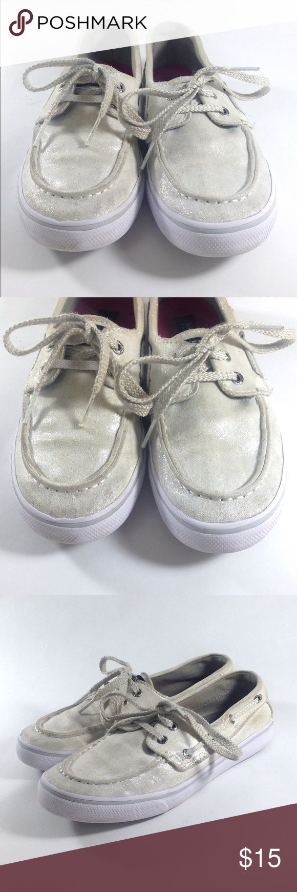 Sperry Top Sider Silver Metallic Boat Shoes 2.5 Y Up for sale is this cute pair of Sperry Silver Bahama Boat Shoes. What little girl doesn't want glittery shoes?! Girls Size 2.5 Eur 34.5