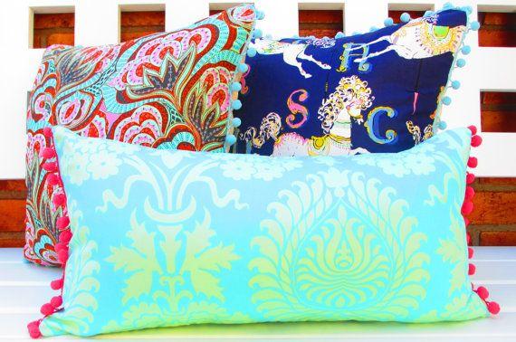 Menthe verte oreillers, boho chic décor de chambre à coucher, Pink Pom Pom Fringe, lumière bleue oreiller lombaire, Bohème oreiller, housse de coussin boho, bleu marine. by CityGirlsDecor.  on Etsy