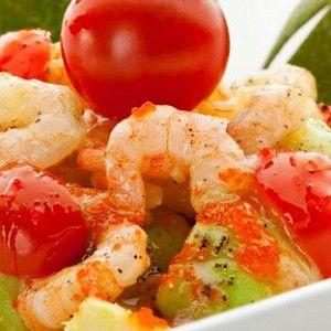 Салат с креветками, авокадо и черри