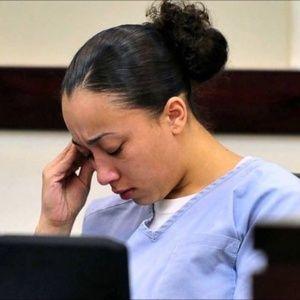 Famosos de EE.UU. a favor de Cyntoia Brown  ||  Estrellas como Rihanna yKimKardashianrechazaron que el sistema de justicia estadounidense condenara a cadena perpetua a la joven que asesinó a un hombre en 2004, quien la obligaba a tener relaciones sexuales cuando solo tenía 16 años. https://www.telesurtv.net/news/Famosos-de-EE.UU.-a-favor-de-Cyntoia-Brown-20171124-0059.html?utm_campaign=crowdfire&utm_content=crowdfire&utm_medium=social&utm_source=pinterest