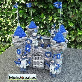 Castle and knight amigurumi pattern by MieksCreaties