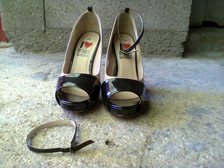 Estado: Como novo, utilizado apenas uma vez para uma cerimónia. Motivo de venda: o tacão é alto para o que estou habituada. Tamanho: número 36 (para pessoas que calçam 37 em calçado normal).