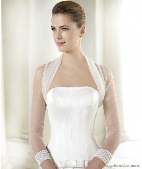Chaqueta de novia con manga francesa y bonito detalle en los puños