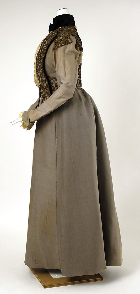 Walking dress  House of Worth  (French, 1858–1956)  Date: 1900–1903 Culture: French Medium: silk, leather, metallic thread, cotton