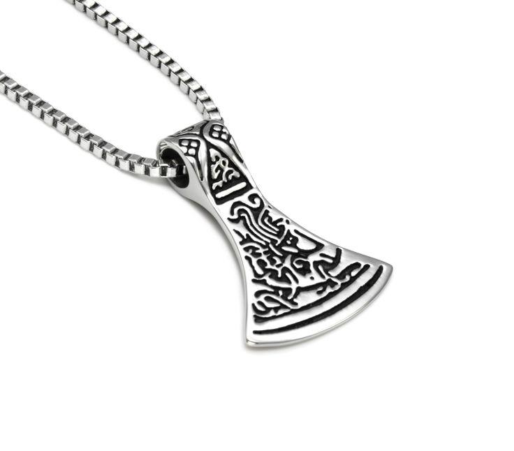 Stilig halskjede laget som en sølv øks i rustfritt stål med pent venezia kjede. God gaveide for gutt og mann.