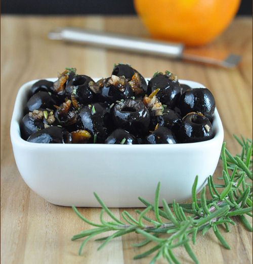 Fig Balsamic Olives from Very Culinary Used fig-infused balsamic instead of fig jam & balsamic - flavor didn't wow me. Appetizers Table, Potato Appetizers, Appetizer Dips, Appetizers For Party, Appetizer Recipes, Dinner Parties, Side Recipes, Great Recipes, Favorite Recipes