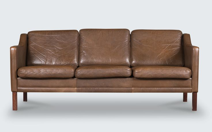 Beautiful 3-seater sofa in the quintessential Danish style of the 1960s. Featuring a stunning thick, buttery brown leather and dark stained beech legs.