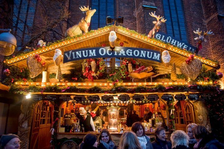 In der Adventszeit lädt Hannovers Weihnachtsmarkt in der Altstadt zum gemütlichen Bummeln ein.