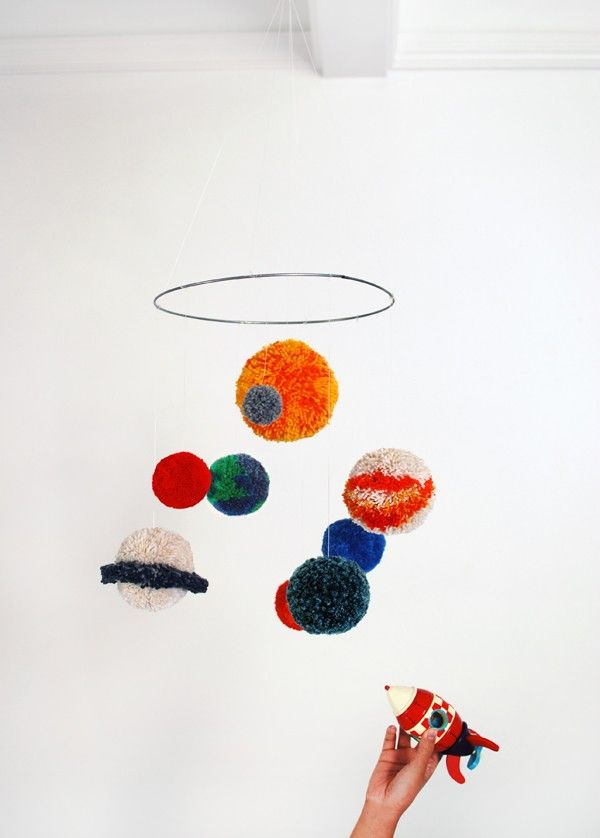 TUTORIAL: Make a pom pom solar system mobile (& deal with the mess
