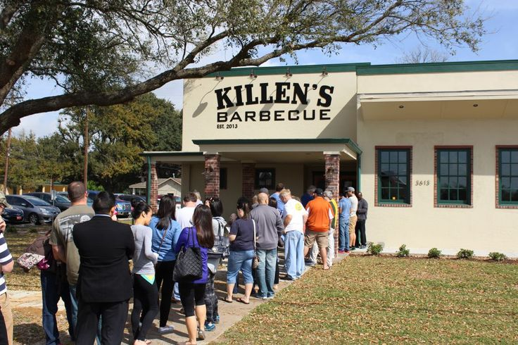 Weekend line at Killen's Barbecue. Pearland, Texas (near Houston - to try, but not On weekend)