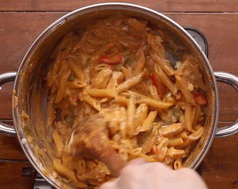 Este macarrão com frango vai apimentar o seu jantar
