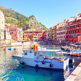 Vernazza by the water, looking oh so pretty.     See more travel diaries on: http://www.kisforkani.com/category/travel/