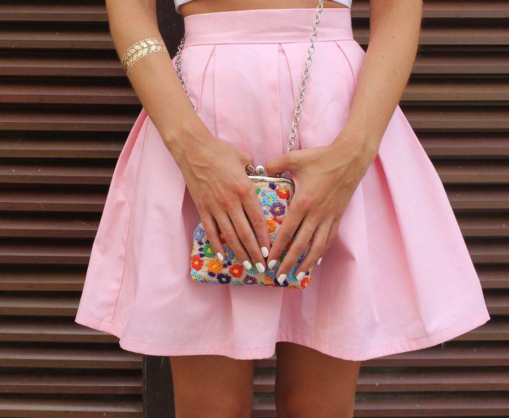 Pour mon troisième tutoriel je vous propose la jupe que vous avez pu découvrir dans mon précèdent article. Pour celles qui a...