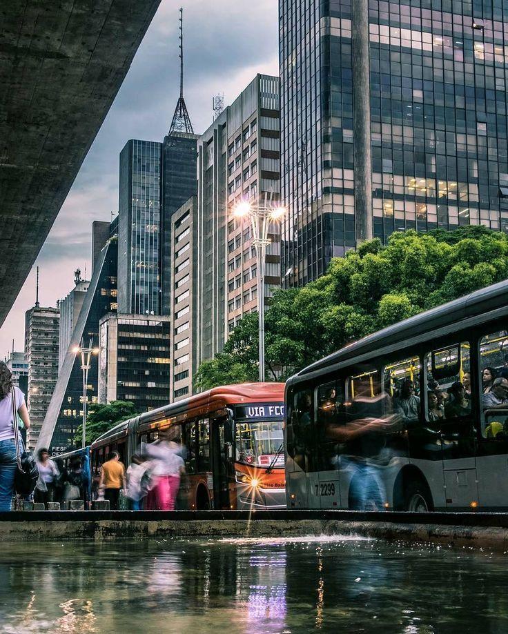 """(@sobreviva_sp) no Instagram: """"Foto por @katrianne """"Olha quanto carro  A cidade está parada  Vambora minha gente  Vamos pôr o pé…"""""""