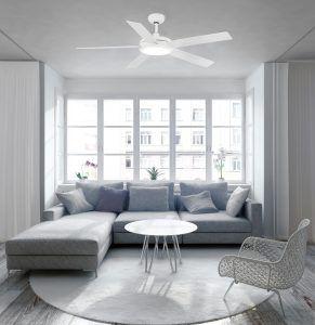Voici les avantages d'installer un ventilateur de plafond en comparaison aux systèmes d'air conditionné traditionnels.