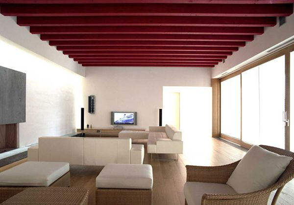 come laccare di rosso le travi del soffitto? usa keltan opaco  http://www.coloraletueidee.it/index.php?route=product/product&path=76_77_128&product_id=1026