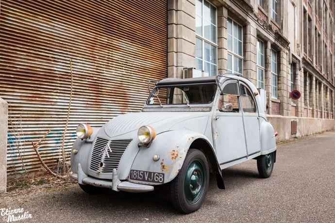 2cv de 1957  az de l u2019usine citro u00ebn de forest en belgique pour la suisse  avec roues et porte de