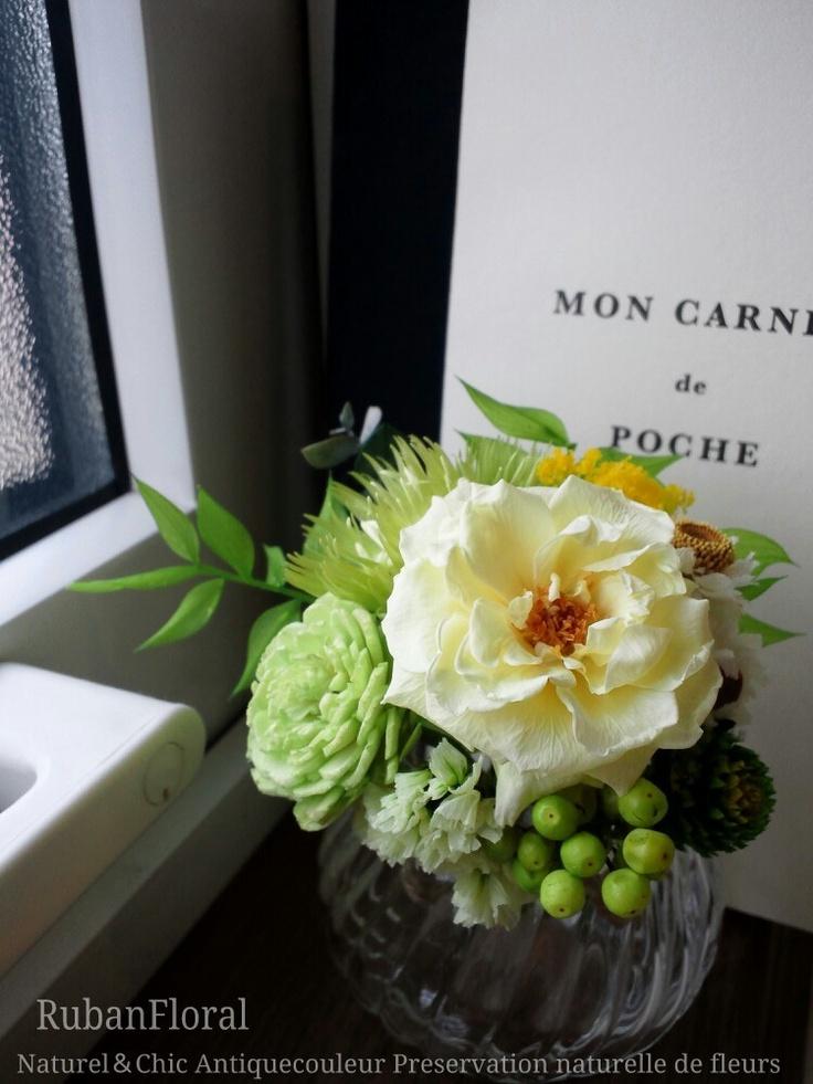 *ペールトーンのイエロー&グリーン プチブーケの画像   インテリア好きの花店 リュバンフローラル