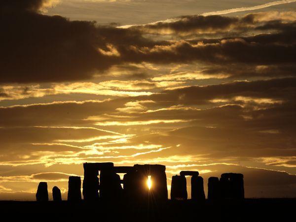 Stonehenge: Photos, Buckets Lists, Sun Ray, Favorite Places, Stonehenge England, Sunsets, Winter Solstice, Sunray, Visit Stonehenge