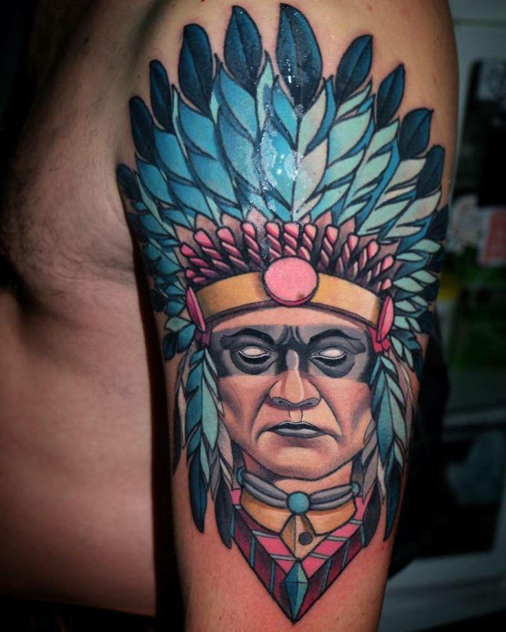 cara indio tatuada geometrica