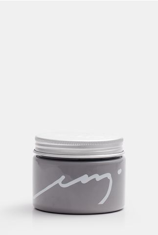This strong hold styling paste punches above its weight to deliver polished control. Its user-friendly, non-greasy, formula controls excess oil and calms an itchy scalp, while setting your style free.